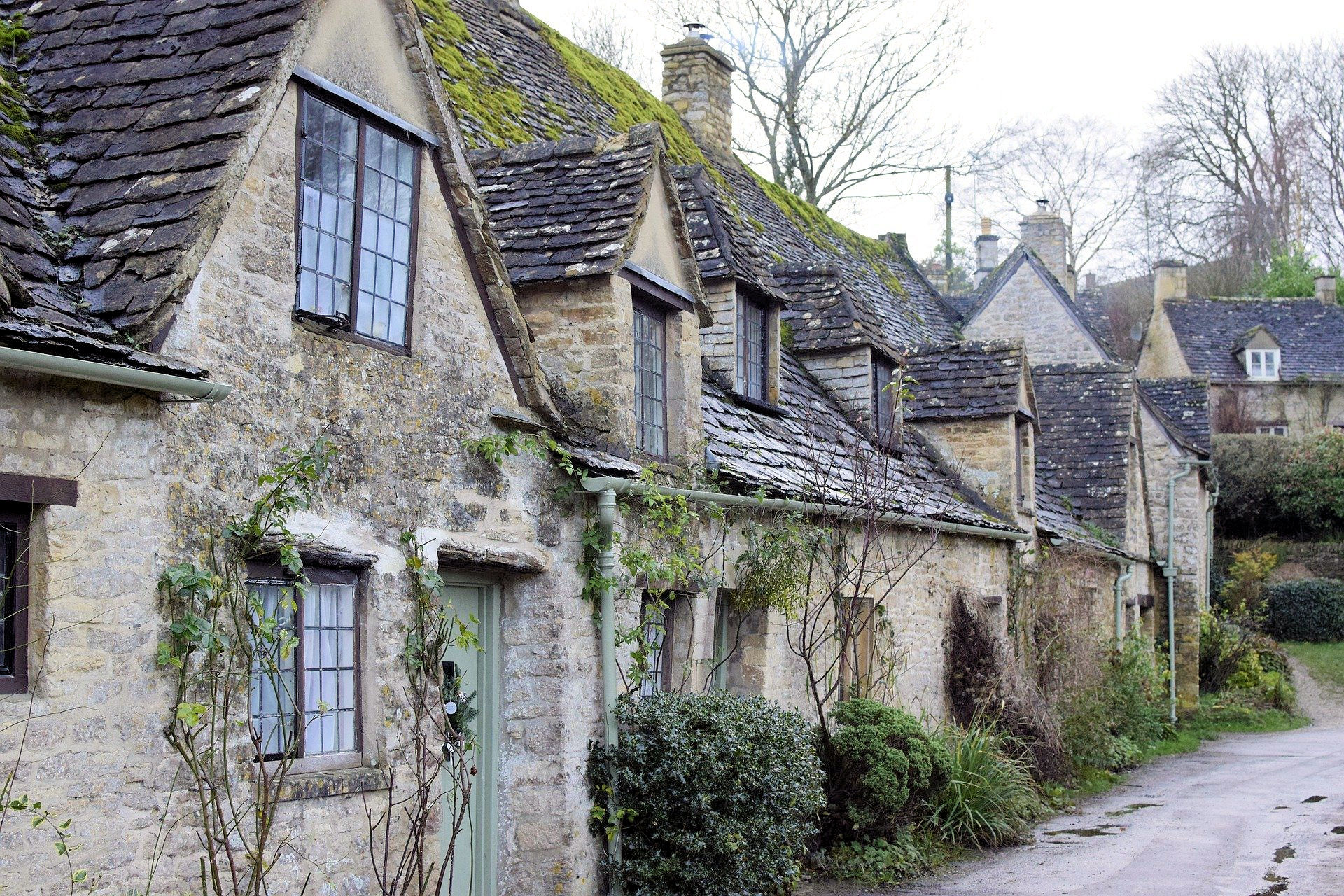 Trekking in the Cotswolds - cottages in Bibury